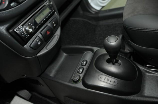 Интерьер EL Lada с кондиционером и кожаной отделкой
