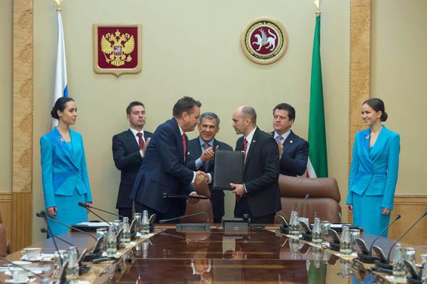 Глава ОАО АвтоВАЗ заключает соглашение с оргкомитетом