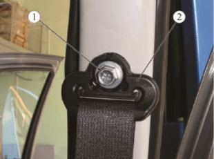 Демонтаж ремня безопасности ВАЗ, шаг 2