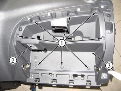 Демонтаж бардачка ВАЗ-2192, пример