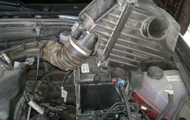 Демонтаж короба воздушного фильтра Калина-2
