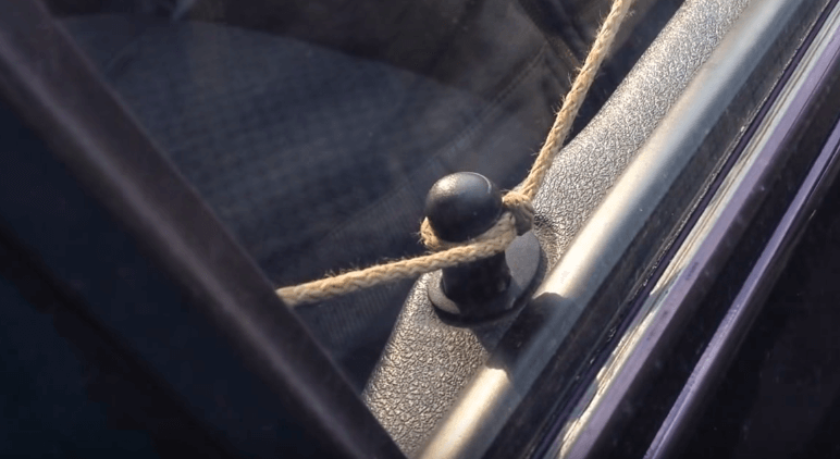 Вскрытие закрывшегося авто